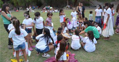 Entregan los Kits Escolares de la Colonia de Verano